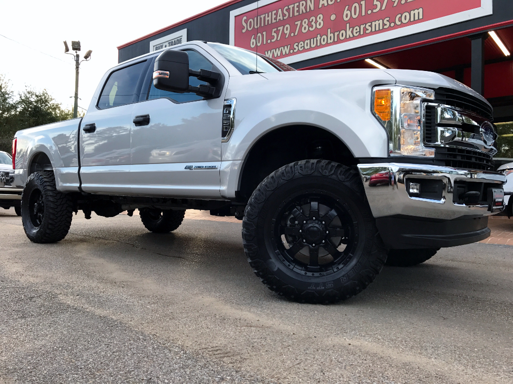 2017 Ford F-250 SD XLT CREW CAB SHORT BED 4WD LEVELED