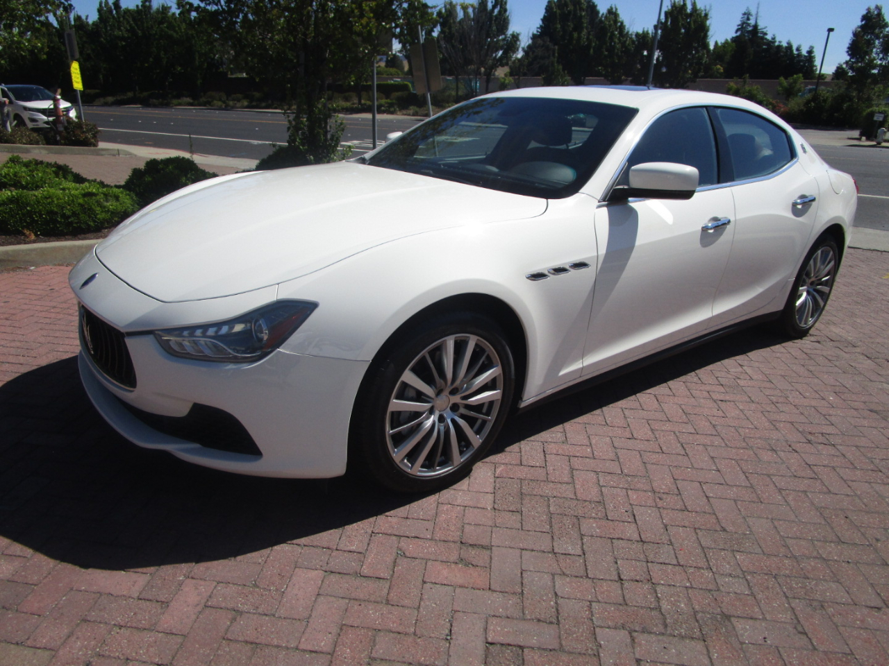 2016 Maserati Ghibli PREMIUM PKG*NAVIGATION**HEATED SEATS*SATELLITE RAD